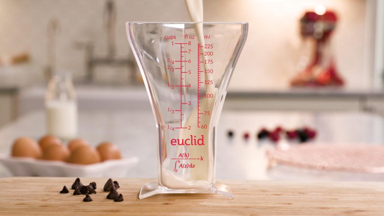 Euclid por Joshua Redstone, una taza medidora más precisa