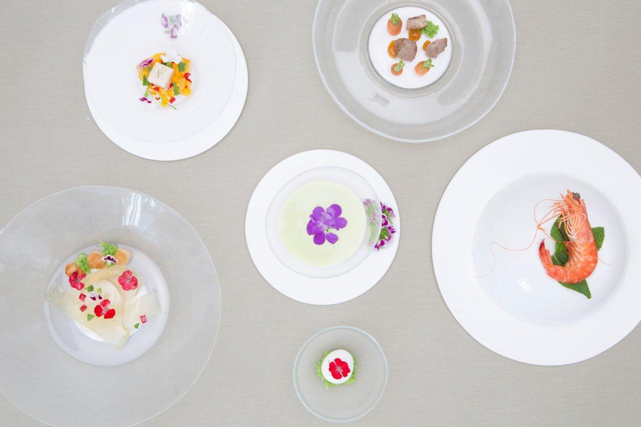Platos de silicona que estimulan los sentidos por Lina Saleh
